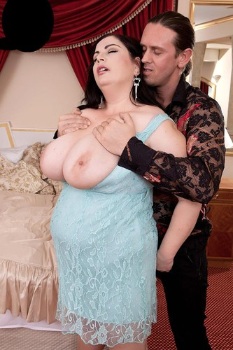 Jola – Sex & The Single Huge-Titted Plumper HD