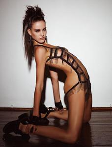 Eliza Cummings  nackt