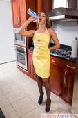 Christiana-Cinn-Naughty-America-h6n7pf5c6i.jpg